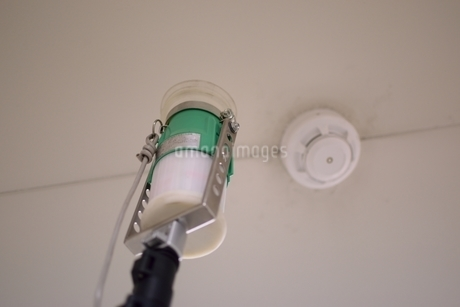 消防設備点検の写真素材 [FYI01257612]