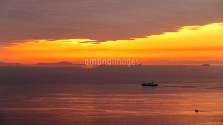 淡路島からの夕日の写真素材 [FYI01257643]