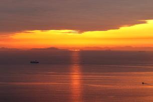 淡路島からの夕日の写真素材 [FYI01257645]