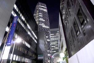 10連休明けの夜の新宿の写真素材 [FYI01257742]