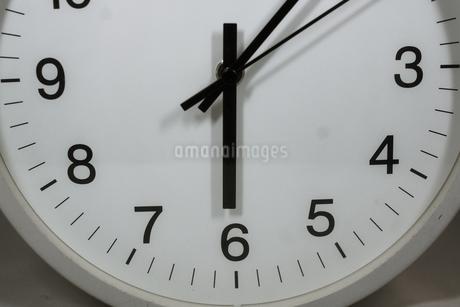 シンプルな時計のイメージの写真素材 [FYI01257746]
