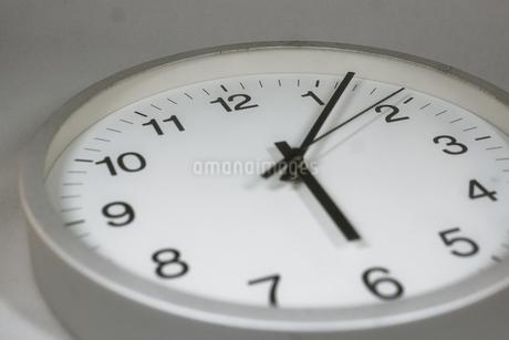 シンプルな時計のイメージの写真素材 [FYI01257747]