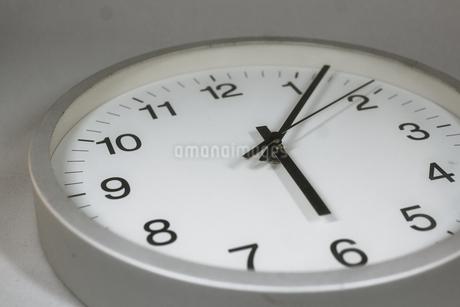シンプルな時計のイメージの写真素材 [FYI01257748]