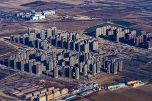 飛行機から見える中国・北京の住宅街の写真素材 [FYI01257802]