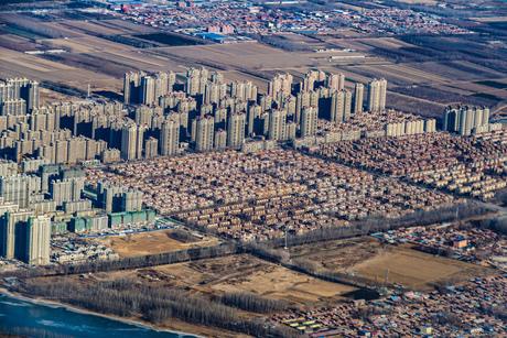 飛行機から見える中国・北京の住宅街の写真素材 [FYI01257805]