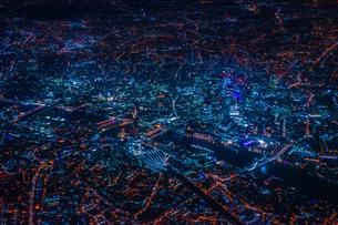 飛行機から見えるロンドンの夜景の写真素材 [FYI01257820]