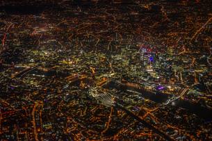 飛行機から見えるロンドンの夜景の写真素材 [FYI01257821]