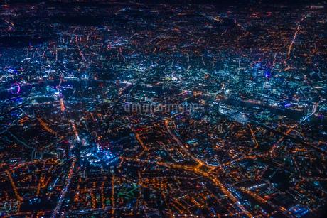 飛行機から見えるロンドンの夜景の写真素材 [FYI01257822]