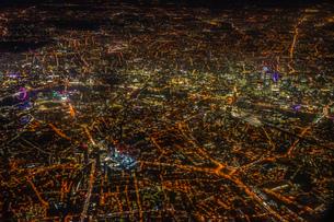 飛行機から見えるロンドンの夜景の写真素材 [FYI01257823]