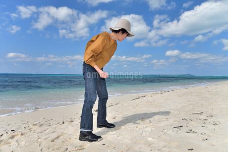 宮古島/来間島の長間浜ビーチでポートレート撮影の写真素材 [FYI01258072]