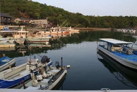 瀬戸内の漁港の写真素材 [FYI01258103]
