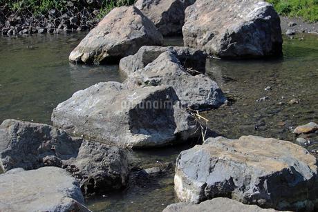 川の岩場の写真素材 [FYI01258120]