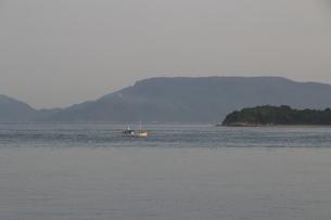 瀬戸内を行く船の写真素材 [FYI01258124]