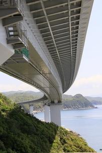 瀬戸内海に架かる橋の写真素材 [FYI01258128]