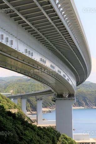 海に架かる橋の写真素材 [FYI01258129]