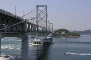 瀬戸内海に架かる橋の写真素材 [FYI01258130]