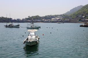 日本の広島県福山市鞆の浦の海と船の風景の写真素材 [FYI01258231]