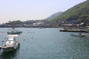 日本の広島県福山市鞆の浦の海と船の風景の写真素材 [FYI01258232]