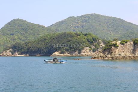 日本の広島県福山市鞆の浦の海と船の風景の写真素材 [FYI01258238]