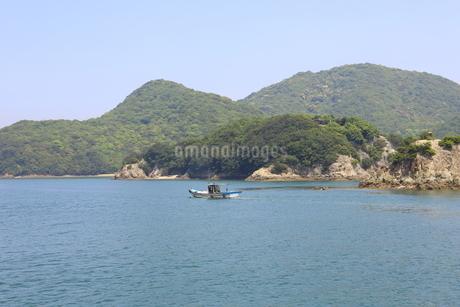 日本の広島県福山市鞆の浦の海と船の風景の写真素材 [FYI01258239]