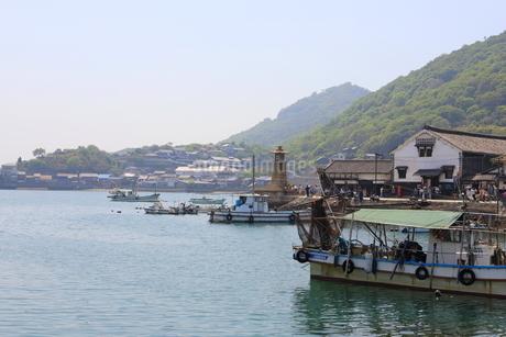 日本の広島県福山市鞆の浦の海と船の風景の写真素材 [FYI01258242]