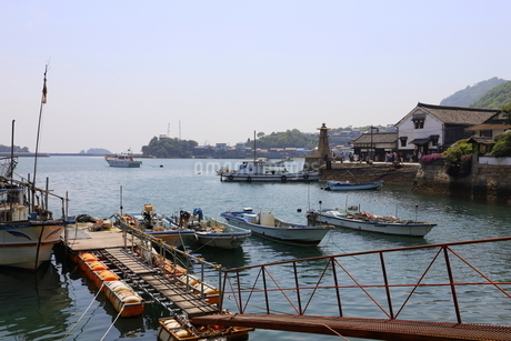 日本の広島県福山市鞆の浦の海と船の風景の写真素材 [FYI01258246]
