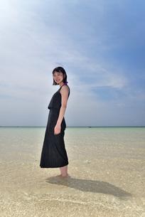 宮古島/下地島空港17エンドでポートレート撮影の写真素材 [FYI01258252]