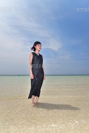 宮古島/下地島空港17エンドでポートレート撮影の写真素材 [FYI01258253]