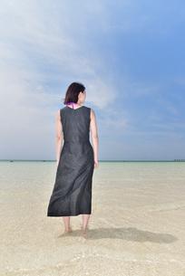 宮古島/下地島空港17エンドでポートレート撮影の写真素材 [FYI01258255]