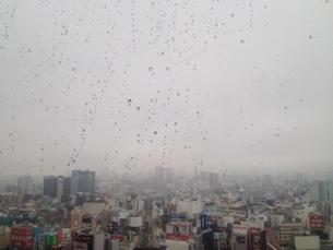 雨の都市の写真素材 [FYI01258440]