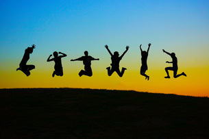 若者のジャンプイメージの写真素材 [FYI01258450]