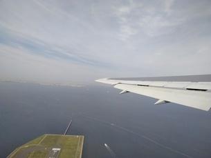 飛行機の離陸の写真素材 [FYI01258626]