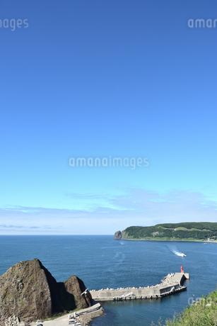 北海道 知床 斜里町ウトロ オロンコ岩より望むの写真素材 [FYI01258645]