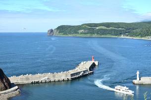 北海道 知床 斜里町ウトロ オロンコ岩より望むの写真素材 [FYI01258648]