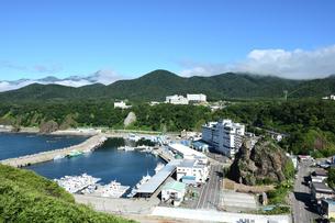 北海道 知床 斜里町ウトロ オロンコ岩より望むの写真素材 [FYI01258649]