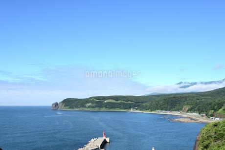 北海道 知床 斜里町ウトロ オロンコ岩より望むの写真素材 [FYI01258651]