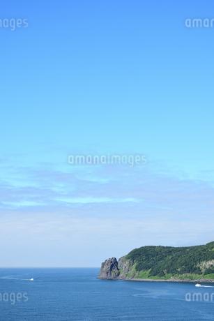北海道 知床 斜里町ウトロ オロンコ岩より望むの写真素材 [FYI01258653]