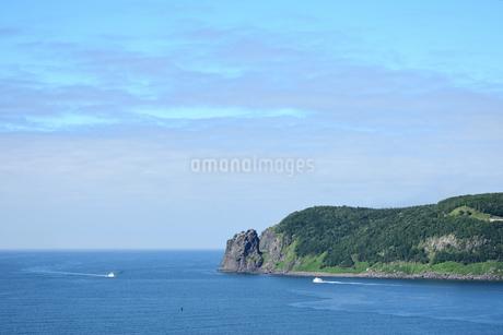 北海道 知床 斜里町ウトロ オロンコ岩より望むの写真素材 [FYI01258654]