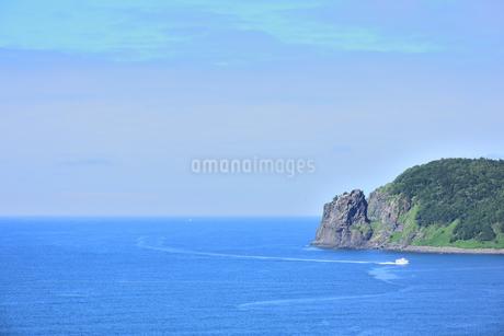 北海道 知床 斜里町ウトロ オロンコ岩より望むの写真素材 [FYI01258659]