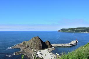 北海道 知床 斜里町ウトロ オロンコ岩より望むの写真素材 [FYI01258660]