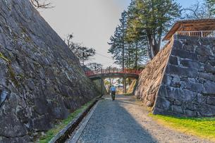 春の盛岡城の御廊下橋の風景の写真素材 [FYI01258684]