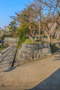 春の盛岡城の吹上御門跡の風景の写真素材 [FYI01258741]