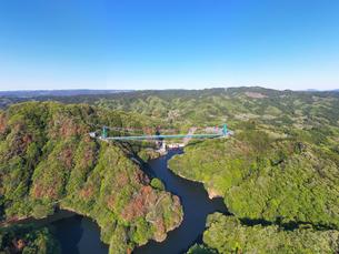 空撮した竜神大吊橋の写真素材 [FYI01258744]
