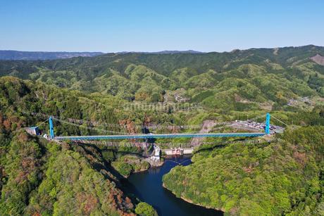 空撮した竜神大吊橋の写真素材 [FYI01258745]
