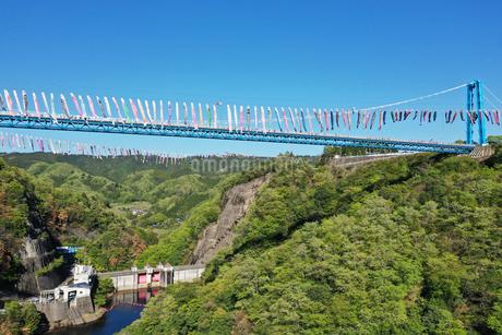 空撮した竜神大吊橋の写真素材 [FYI01258746]