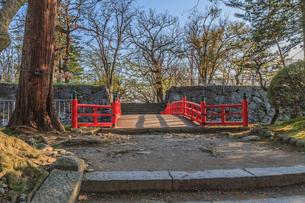 春の盛岡城の渡雲橋の風景の写真素材 [FYI01258886]