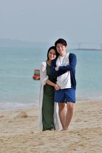 宮古島/前浜ビーチでポートレート撮影の写真素材 [FYI01258896]