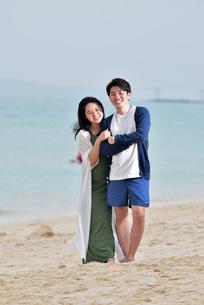 宮古島/前浜ビーチでポートレート撮影の写真素材 [FYI01258897]