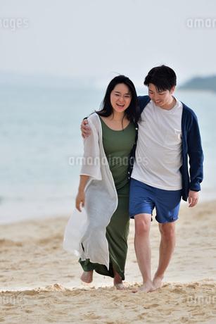 宮古島/前浜ビーチでポートレート撮影の写真素材 [FYI01258957]