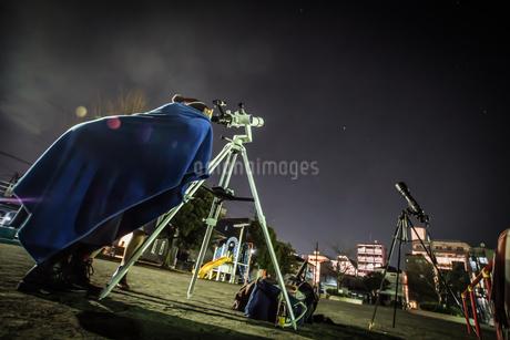 天体観測のイメージの写真素材 [FYI01259216]